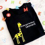 Kindergartenkind T-Shirt personalisiert mit Name und Giraffe