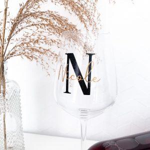 Weinglas mit Initial und Name